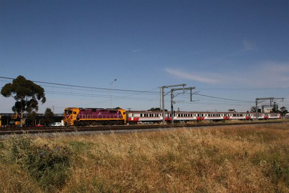 N456 and carriage set SSH26 on an up South Geelong service at Sunshine