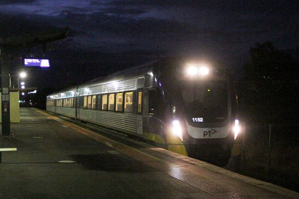 VLocity VL52 arrives into Ardeer on the up