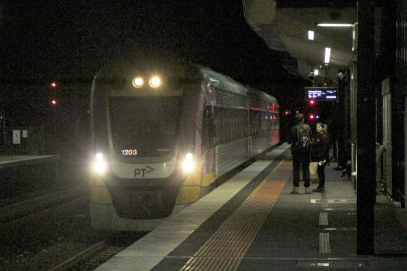 VLocity VL03 arrives into Sunshine on the last Waurn Ponds service of the night