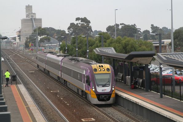 VLocity VL00 arrives into Sunshine on a down South Geelong service