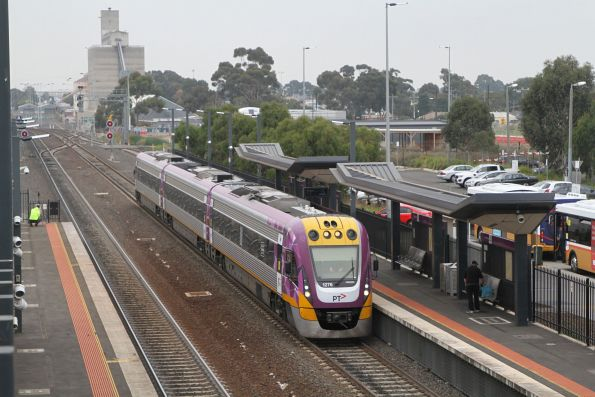 VLocity VL76 arrives into Sunshine on a down Wendouree service