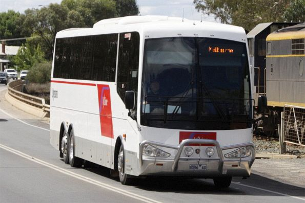 Dysons coach #705 8096AO crosses the border at Moama
