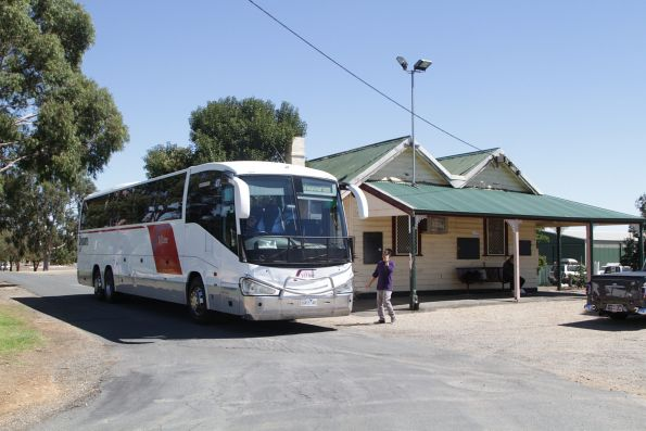 V/Line liveried Dysons coach 6983AO awaiting departure time from Cobram to Shepparton