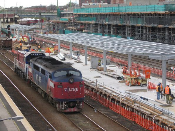 A70 and P14 light engine beside an under construction platform 3/4