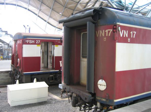 Carriage sets FSH27 and VN17