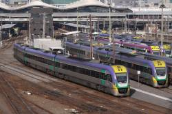 3VL40 departs Southern Cross
