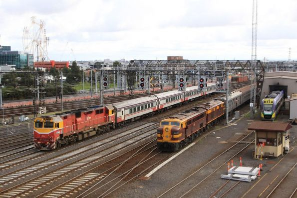 N468 arrives at Southern Cross with a VN set