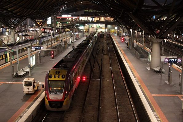 VL00 and classmate at Southern Cross platform 6