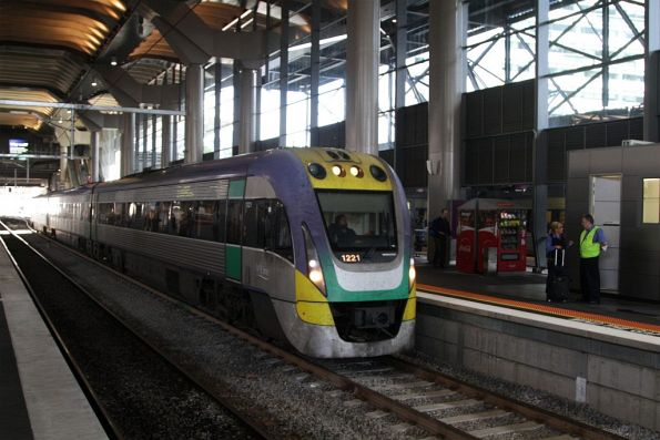 VLocity 3VL21 arrives into platform 15 with an ex-Traralgon service