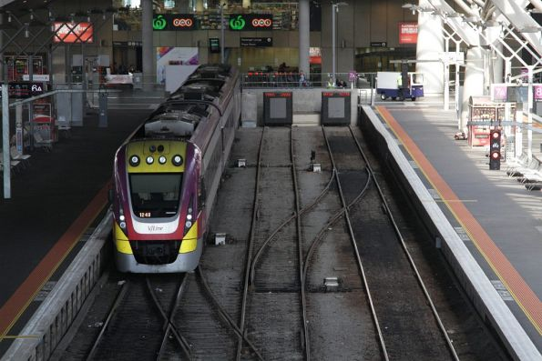 VLocity 3VL43 at the south end of platform 6 at Southern Cross