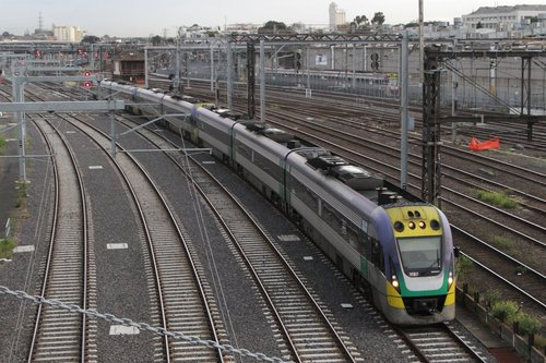VLocity 3VL37 leads a 7 car VLocity consist into the RRL platforms at Southern Cross