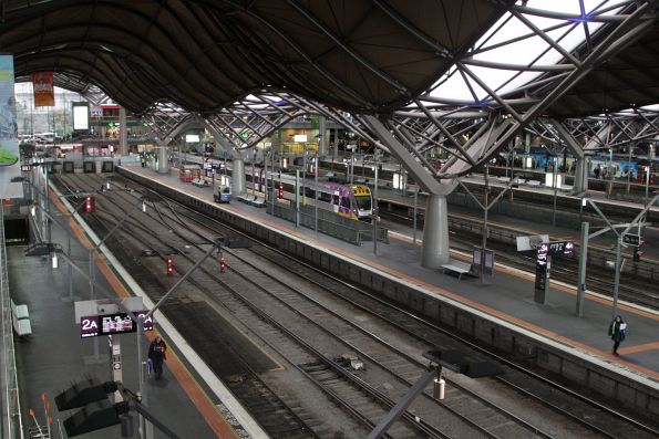 Tail end of morning peak - and only one train in the V/Line platforms!