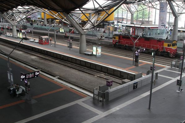 Almost empty platforms at the tail end of morning peak
