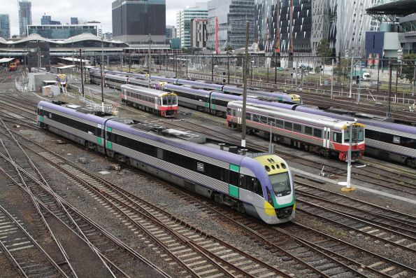 VLocity VL16 shunts back into the platforms at Southern Cross