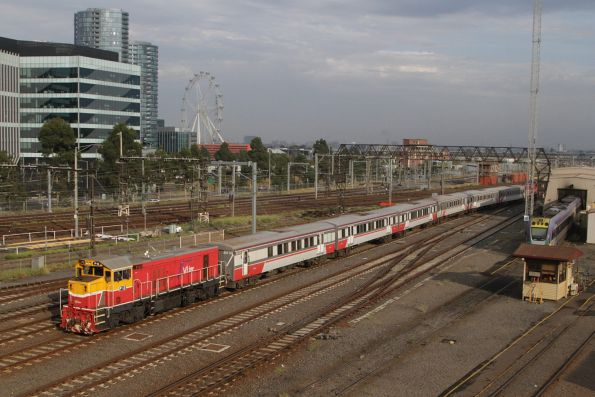 P12 leads a push-pull consist into Southern Cross