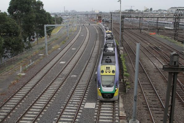 2-car VLocity set VL18 and classmate head towards Southern Cross platform 15 and 16
