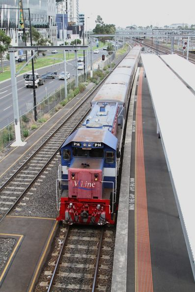 P14 arrives at Southern Cross platform 16 with a push-pull train
