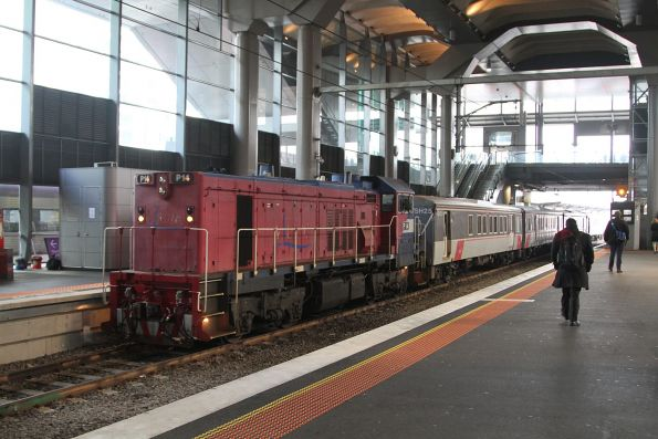 P14 leads a push-pull train into Southern Cross platform 15