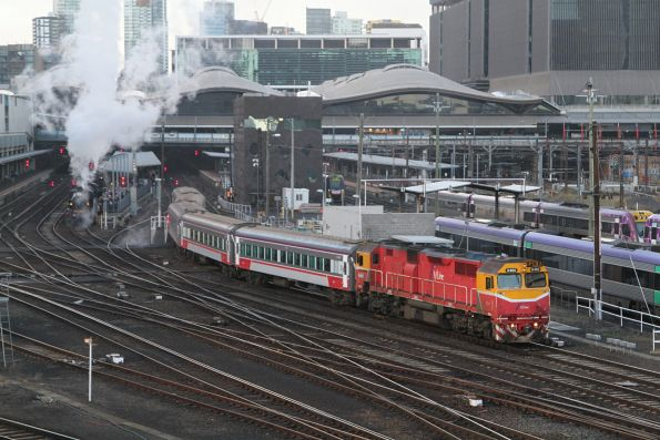 N460 leads a down service out of Southern Cross Station