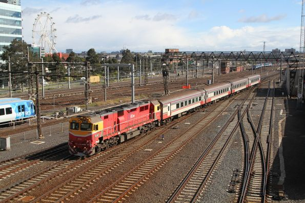 N467 leads an up train into Southern Cross