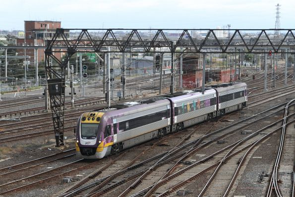 VLocity VL16 on an up Seymour service arrives at Southern Cross via the suburban tracks