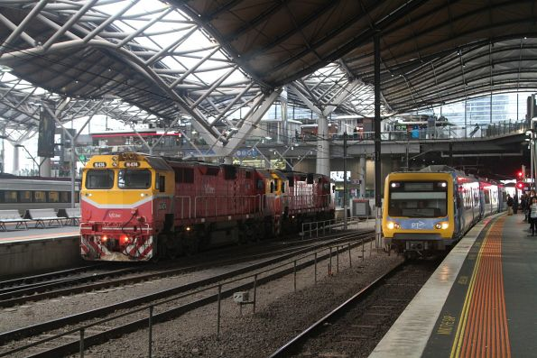 N474 and N464 after arrival at Southern Cross with a double headed H set