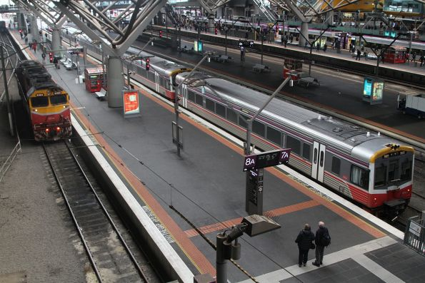 N464 after arrival at Southern Cross with a double headed H set