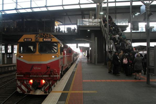 N458 on arrival at Southern Cross platform 8