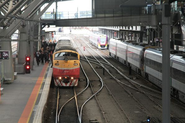 A66 arrives at Southern Cross with an up service