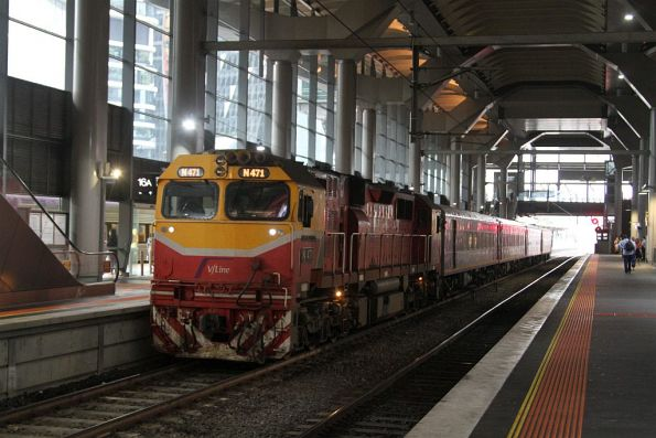 N471 on a PTV liveried carriage set at Southern Cross platform 15