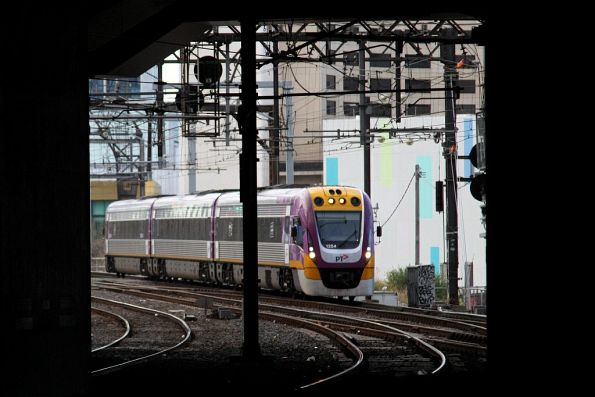 VLocity VL54 arrives into Southern Cross platform 15 with an up Traralgon service