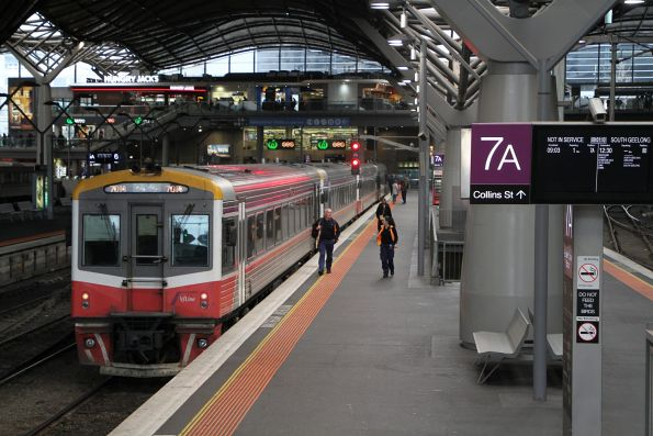 Sprinter 7014 and three classmates at Southern Cross platform 7