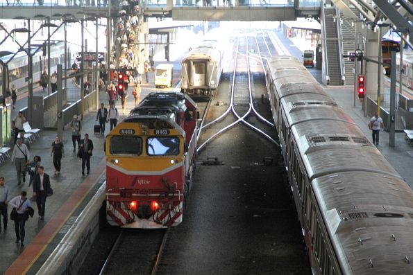 N461 runs around a carriage set at Southern Cross Station