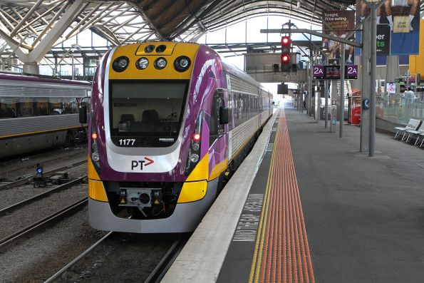 VLocity VL77 shunts out of the platform at Southern Cross