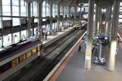 VLocity train arrives into an already occupied Southern Cross platform 15