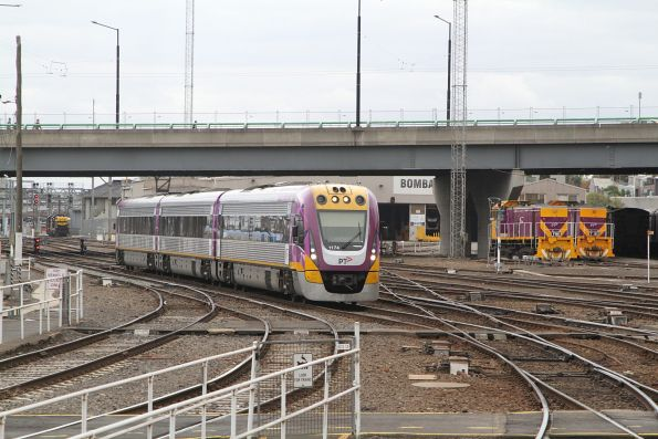 VLocity VL74 arrives into Southern Cross Station