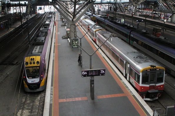 VLocity VL13 and Sprinter 2009 at Southern Cross platform 7 and 8