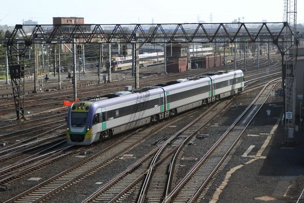 VLocity VL31 arrives into Southern Cross Station