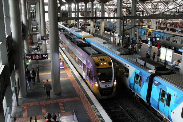 VLocity VL03 shunts to the south end of Southern Cross platform 15