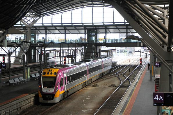 Refurbished VLocity VL20 arrives at Southern Cross