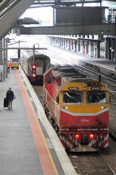 N460 runs around a carriage set at Southern Cross platform 3
