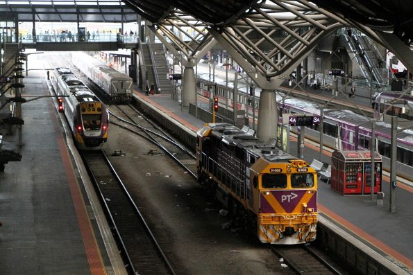 N466 runs around a carriage set at Southern Cross platform 4