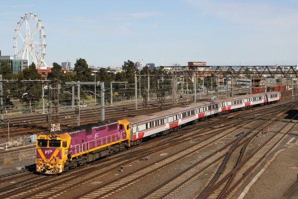 N754 and H set arrives into Southern Cross from Seymour
