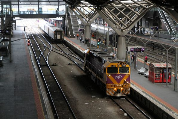 N455 runs around a train on arrival at Southern Cross