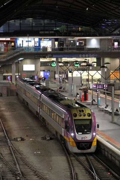 VLocity VL64 at Southern Cross platform 5