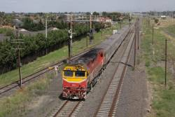 N469 leads the down Albury past the remains of Tullamarine Loop