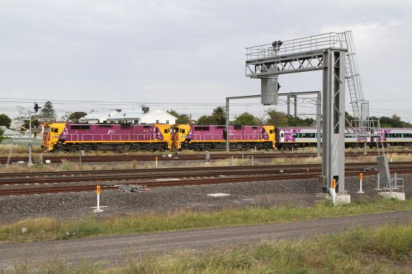 N475 and N457 double head a down Albury service at Sunshine
