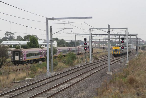 Up Albury service crawls through Sunshine after a signal fault