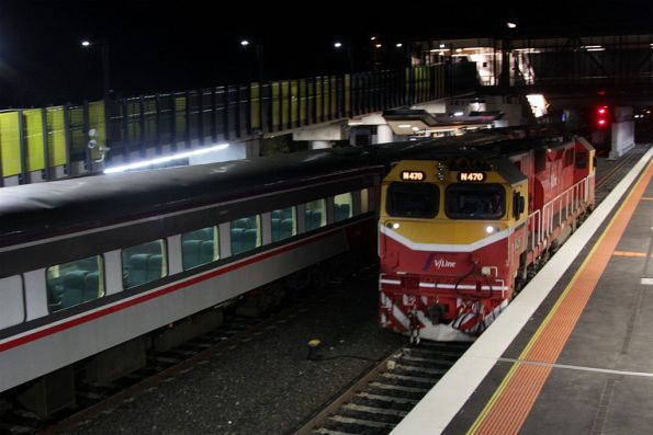 With the carriages gone, N470 shunts through platform 3 at Sunshine