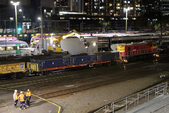 Excavator at Southern Cross loading a push-pull spoil train led by P17